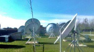 Antene cu distributie pe fibra optica